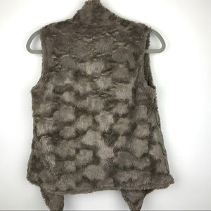 Anthropologie Jackets & Coats - Anthropologie Elevenses Pelage Faux Fur Vest